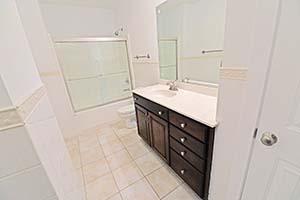 The Kirkwood, Senate Bathroom 2